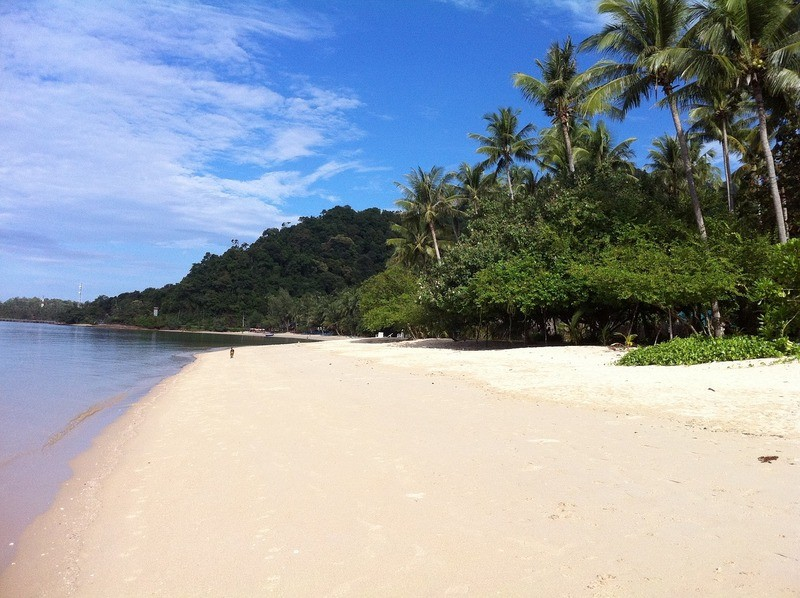 white-sand-beach-kho-chang