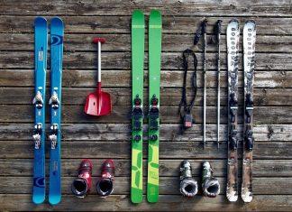 flatlay-skiing-equipment
