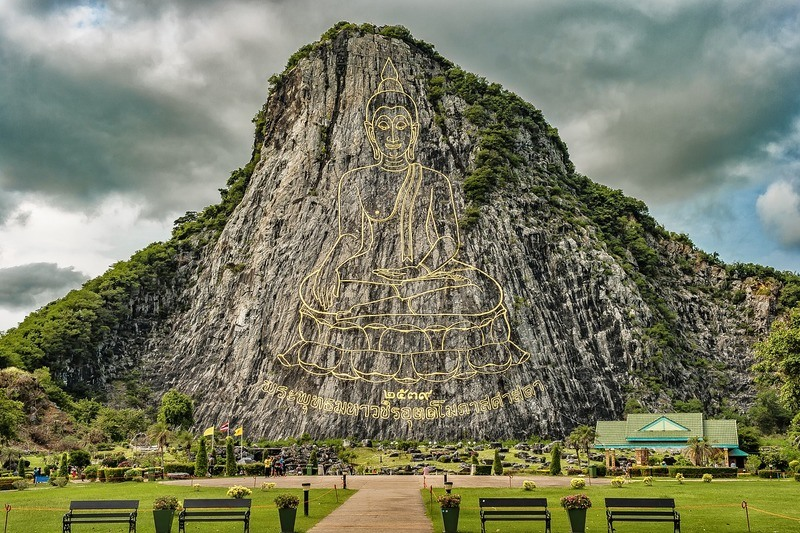 thailand-buddha-mountain-engraved
