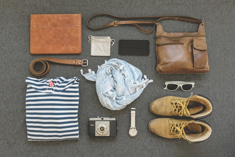 flatlay-travel-clothes