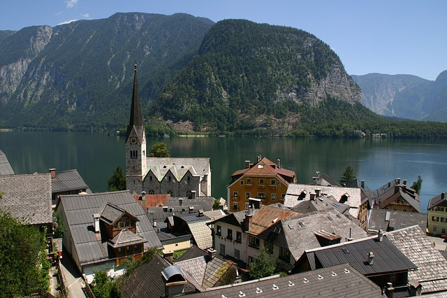 famous-hallstatt-church