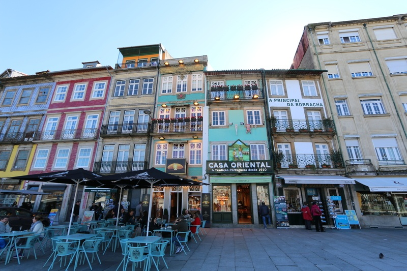 street-restaurants-porto-portugal