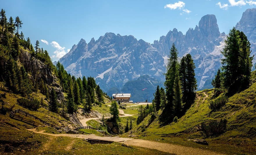 Dolomites hiking path