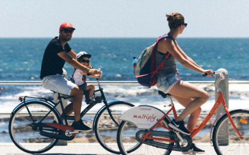 couple cycling along the sea point promenade