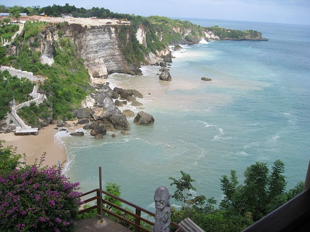 bali-cliffs-and-sea