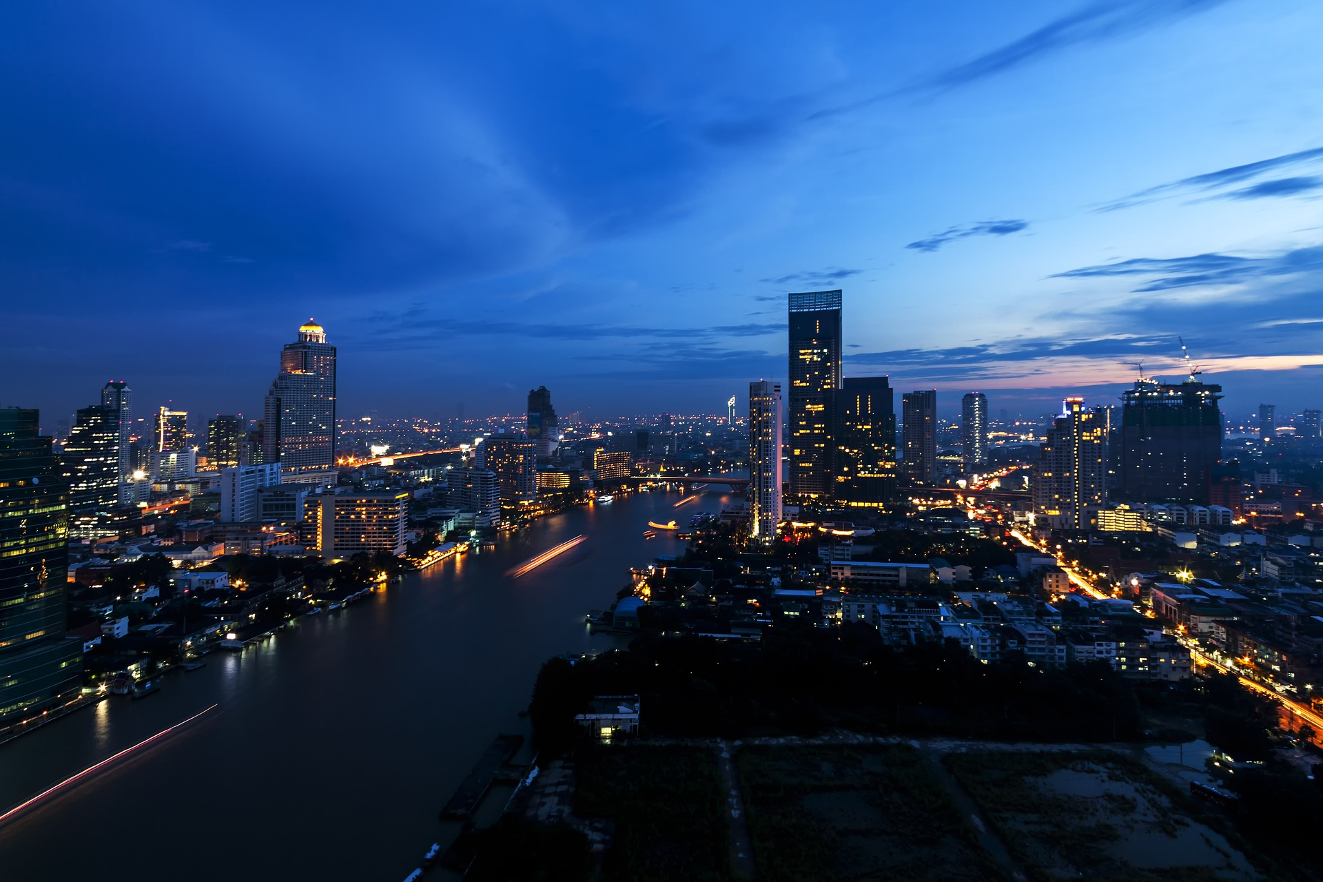 bangkok-river-at-night