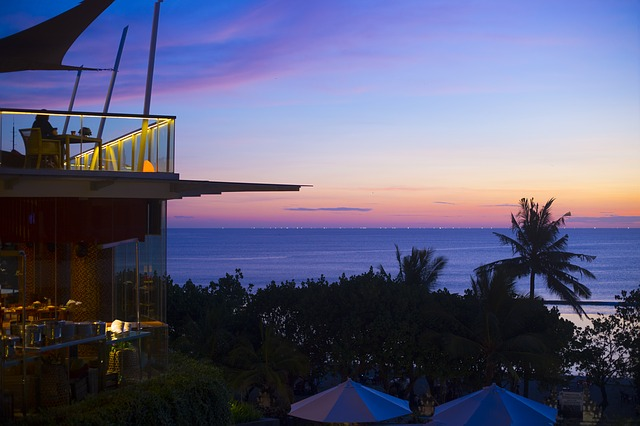 bali-restaurant-with-sea-view-at-sunset