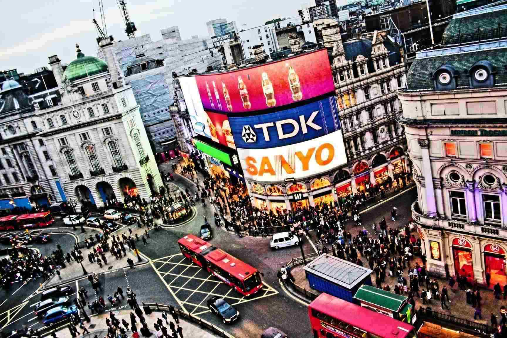 Busy Streets of Piccadily Circus