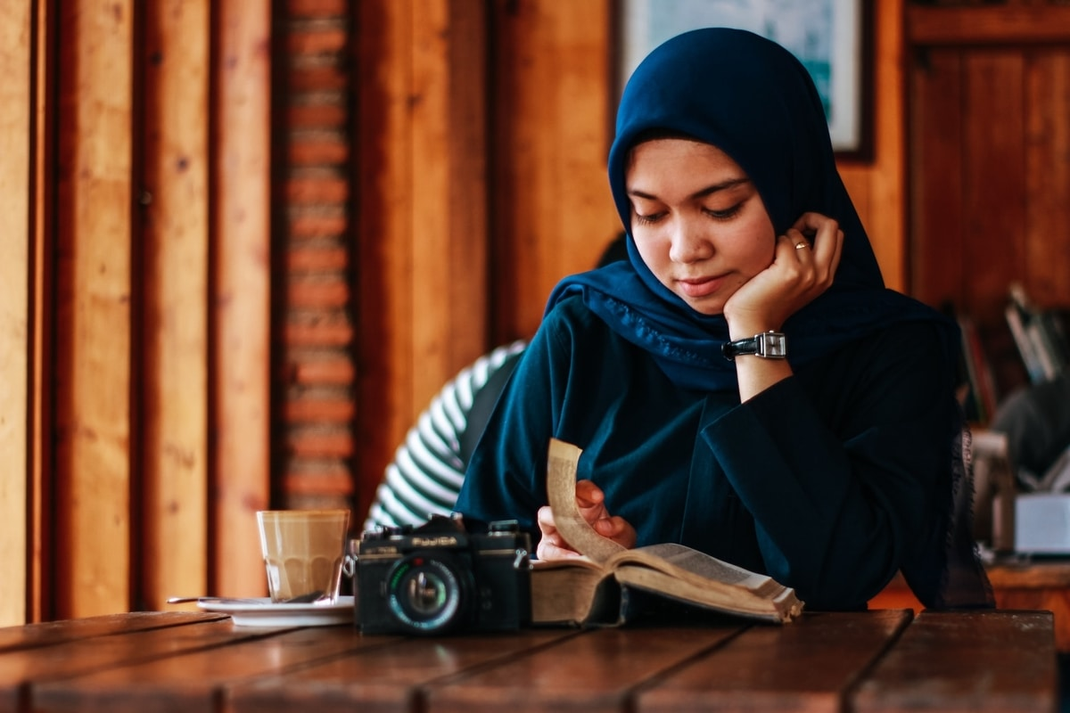 Girl with scarf studying abroad